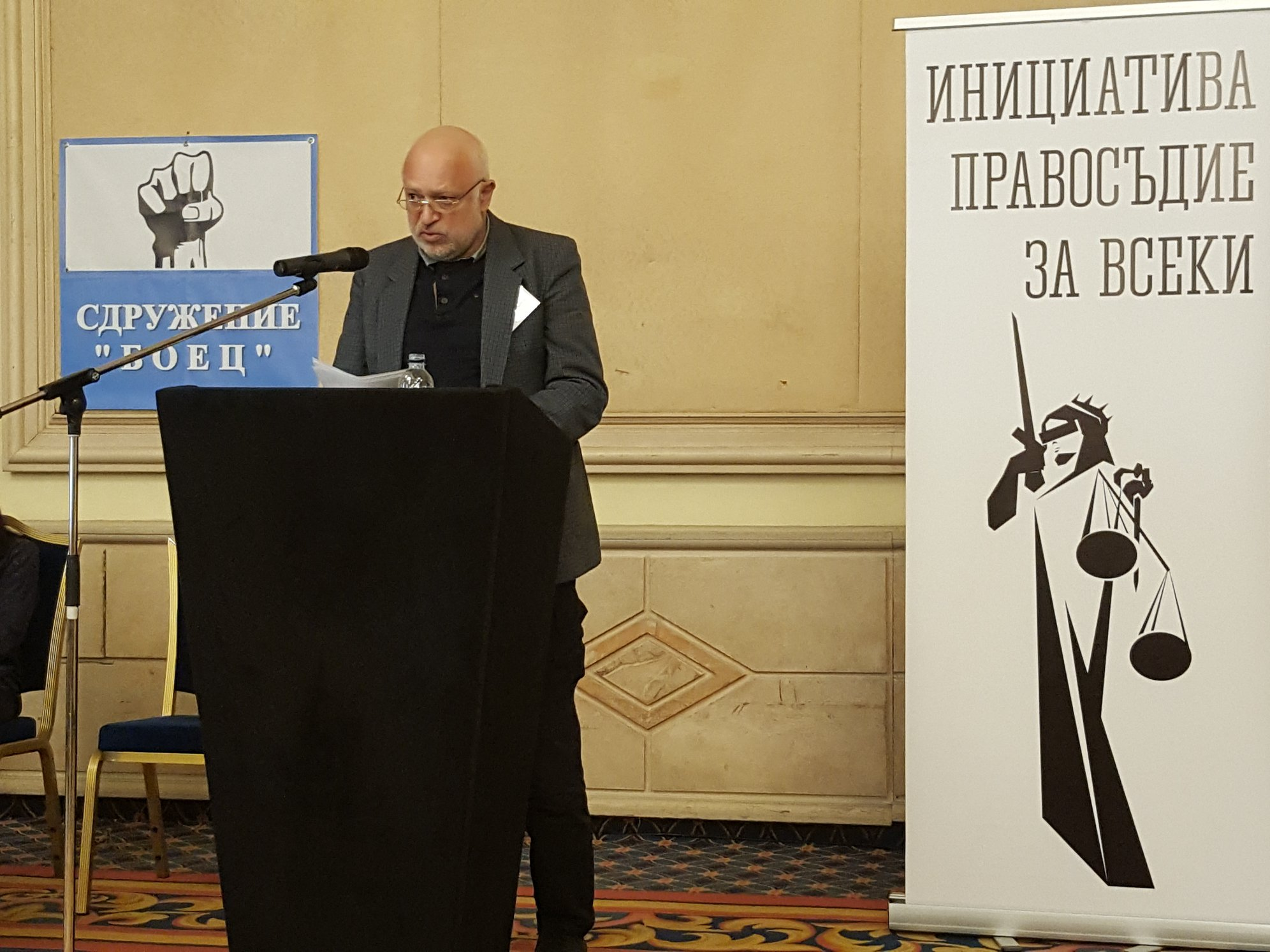Велислав Минеков: Моля ви, бъдете граждани